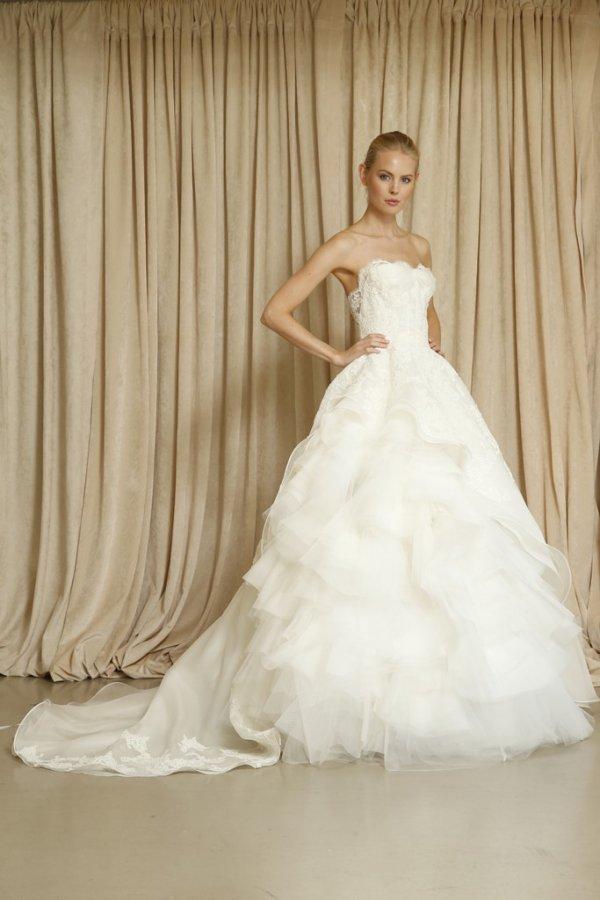 Платье с пышной многослойной юбкой, фото