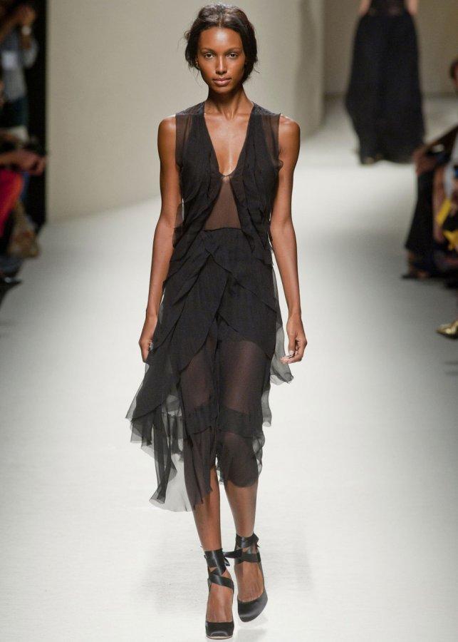 Черное платье Alberta Ferretti