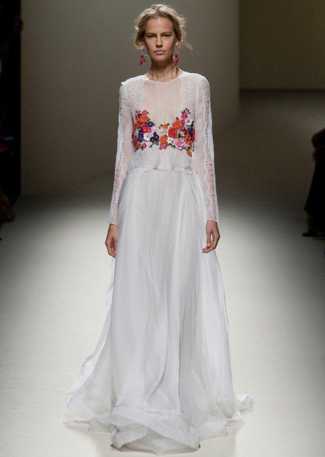 Белое платье с цветами, фото