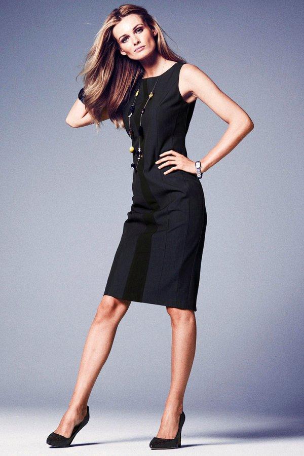 Красавица в черном платье
