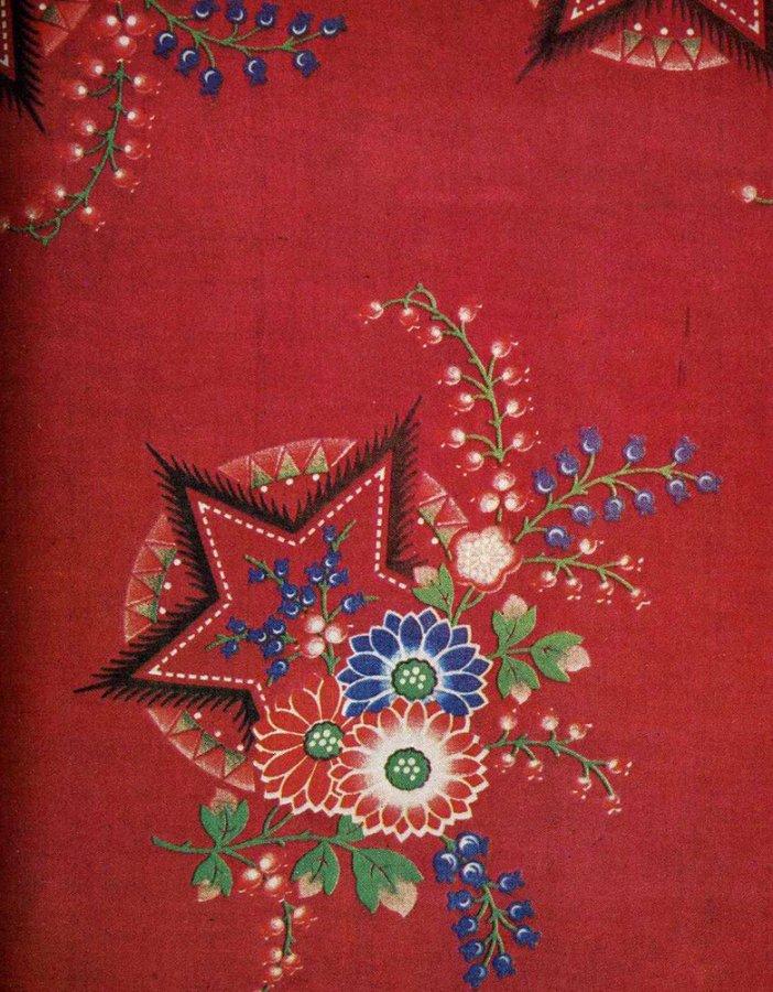 советская звезда и цветы на ткани