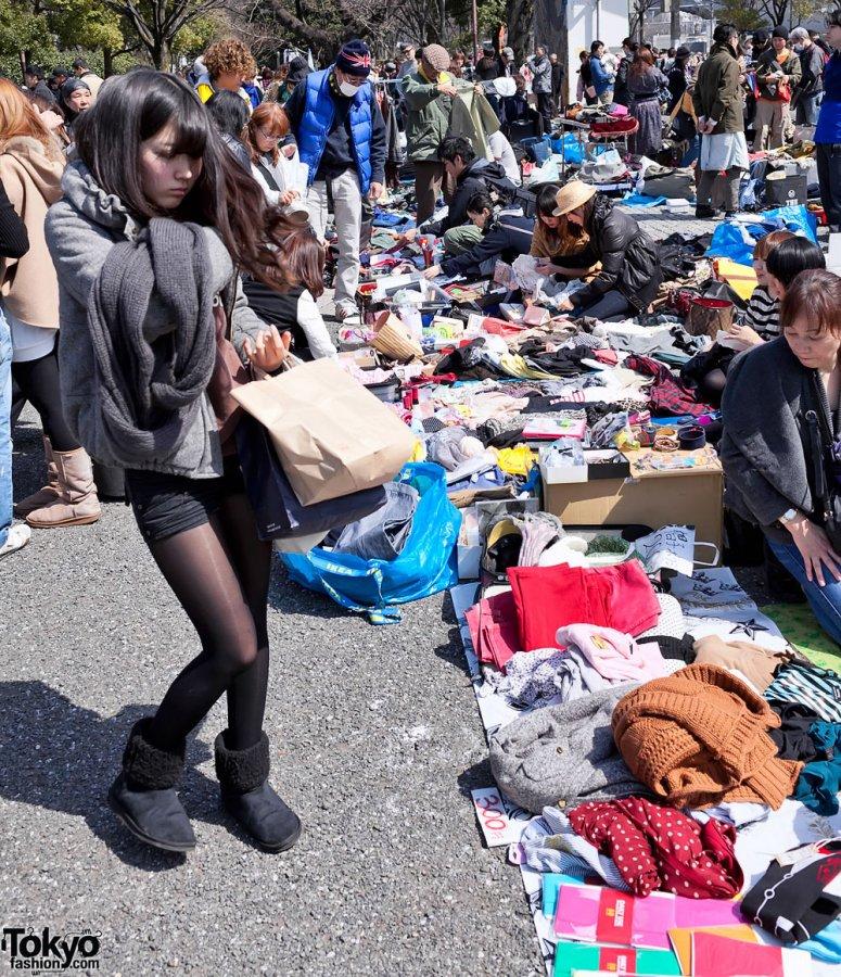 Японская девушка на рынке, фото