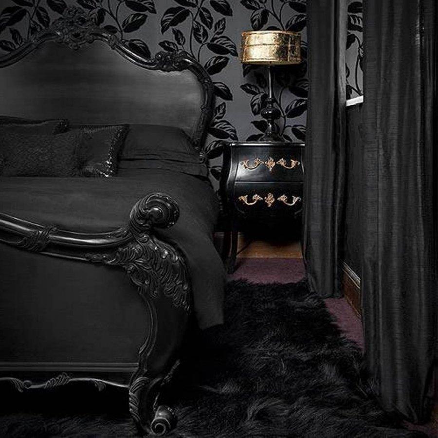Готические спальни и черное готическое постельное белье