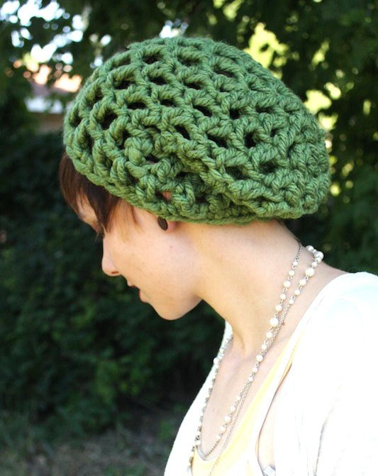 Зеленая вязаная шапочка, фото