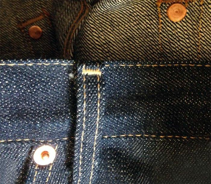 Медные заклепки на джинсах, фото