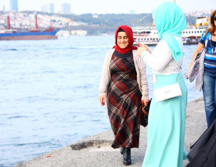 Женщина в турецком платье
