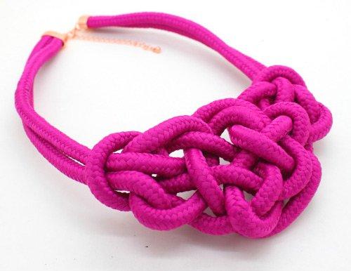 плетеное ожерелье из цветной веревки