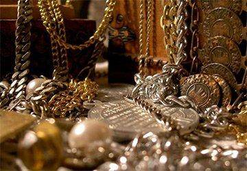 Как носить крупные украшения и бижутерию