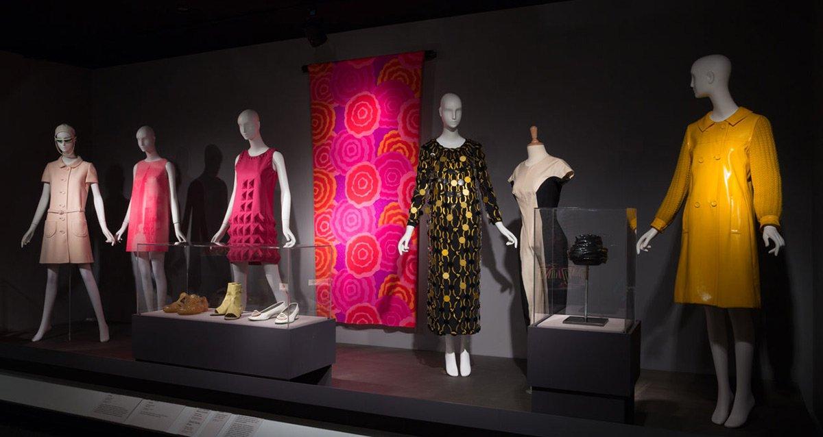Круглые сумки: модные формы 2012