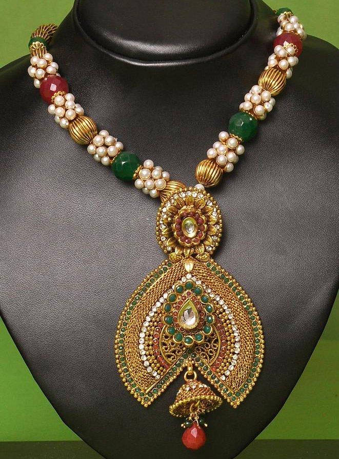 Красивые ожерелья и ювелирная мода