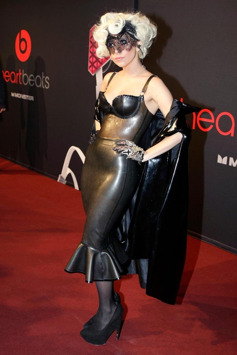 платье черное леди гага фото публикует фото