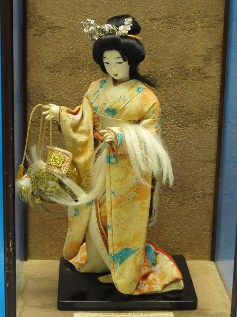 Красивая антикварная кукла, фото