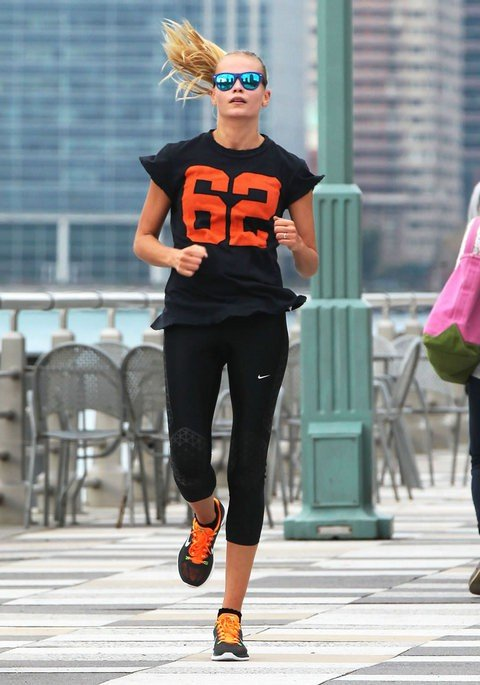 Спортивный стиль модели Наташи Поли
