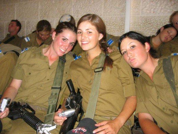 Фото красивых девушек в военной форме