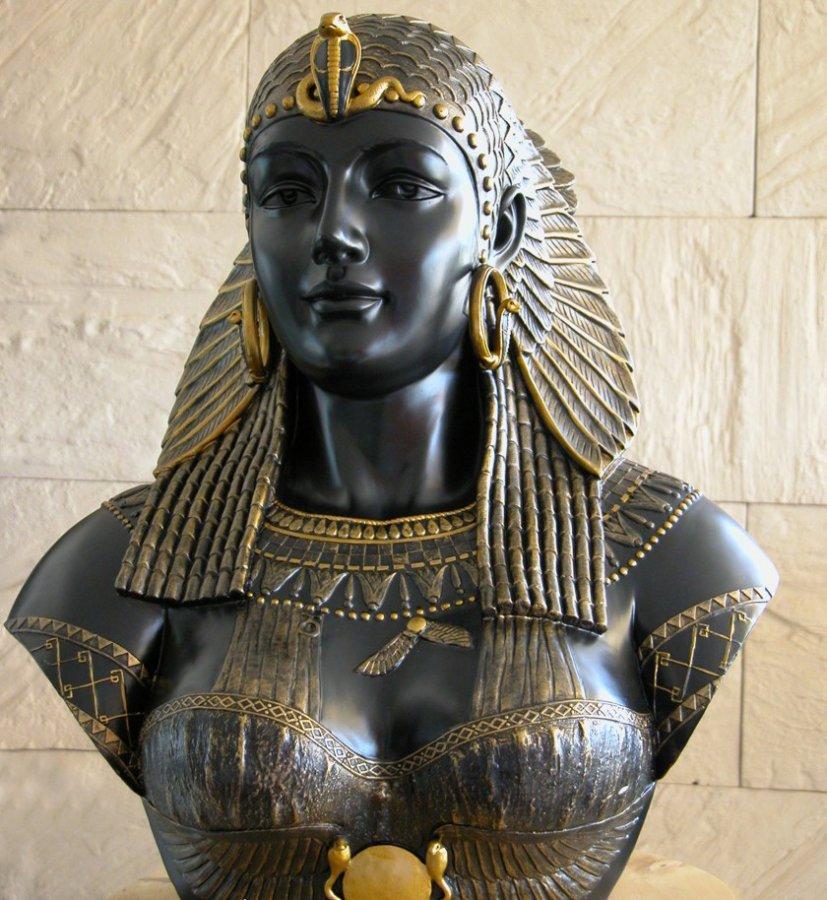 Бюст царицы Клеопатры, фото