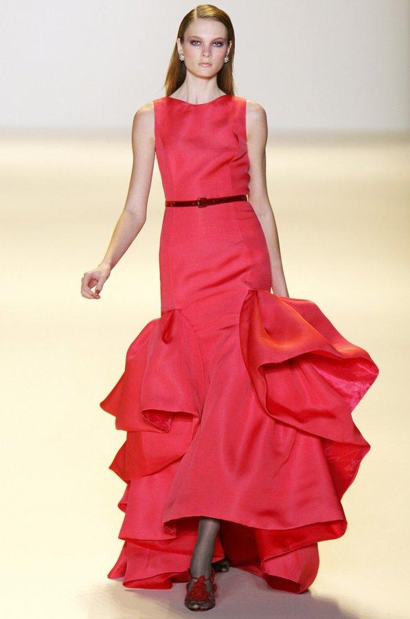 Красное платье Carolina Herrera