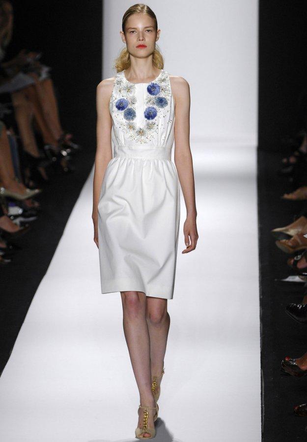 Белое платье Carolina Herrera