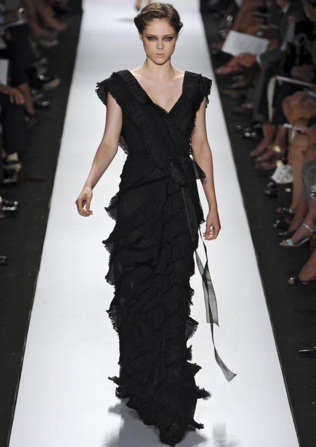 Черное платье Carolina Herrera