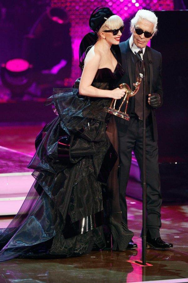Черное платье Леди Гага, фото