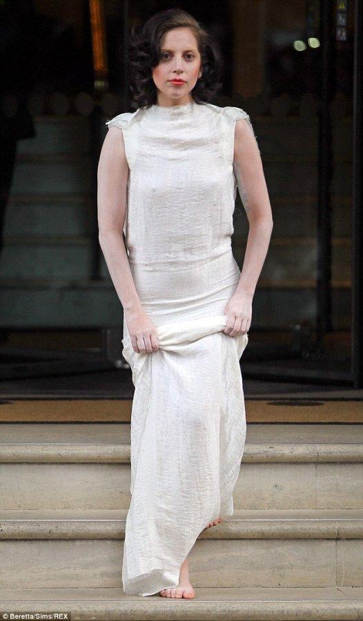 Белое платье Леди Гага, фото
