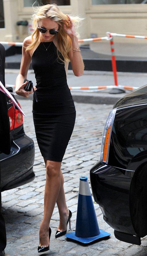 Модель Кэндис Свейнпол – фото в платье
