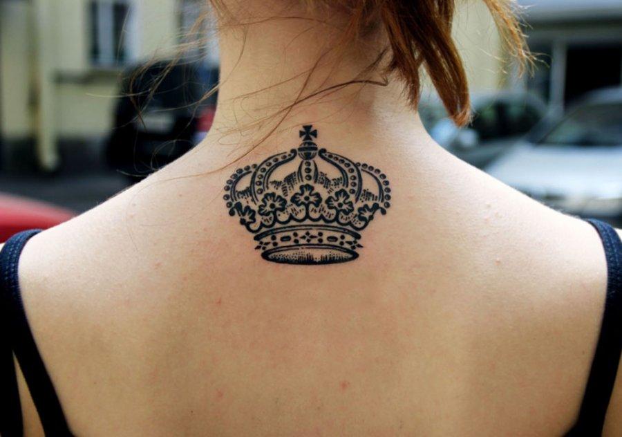 Татуировка для девушек, корона - фото