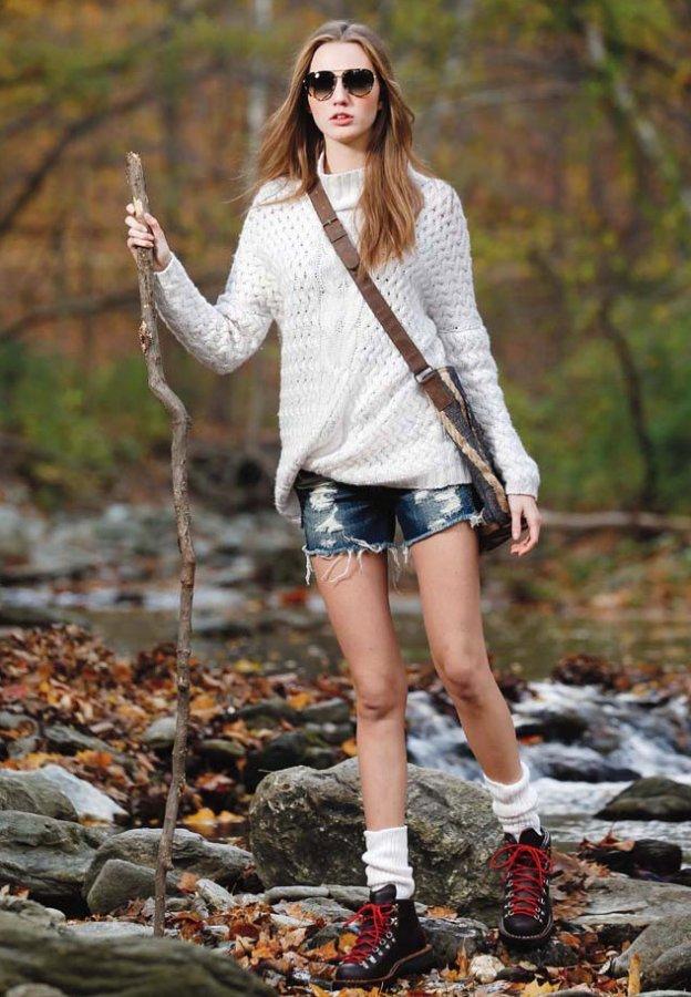 Красивая девушка – фото в джинсовых шортах