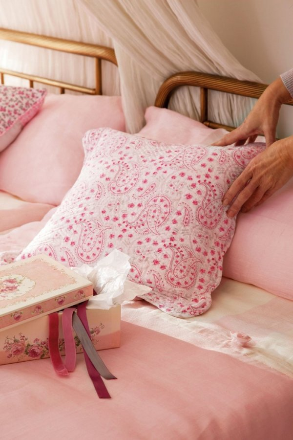 Розовая постель, фото