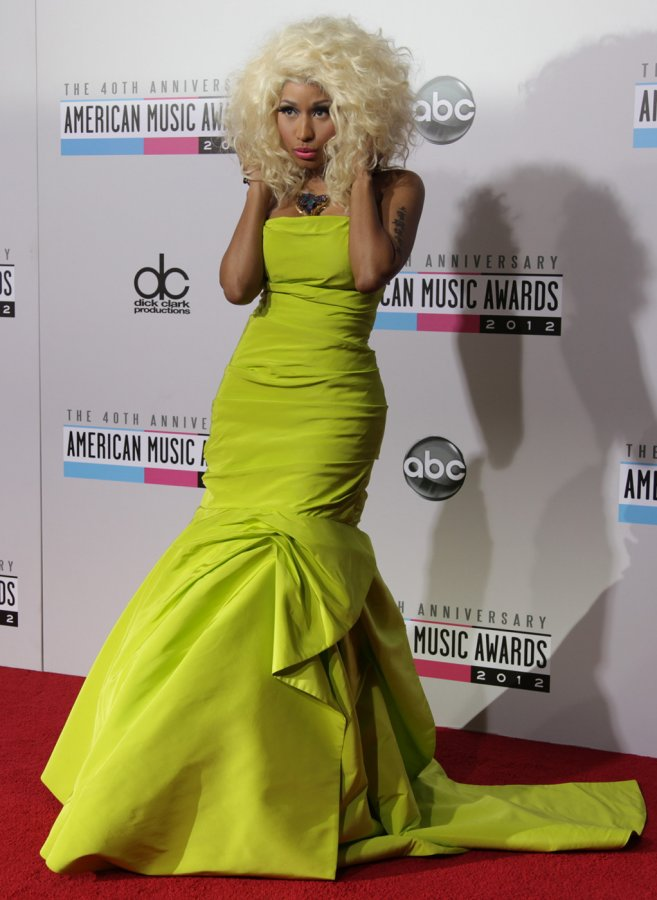 Ники Минаж красивое фото в платье