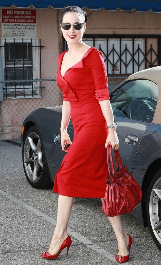 Фото Диты фон Тиз в красном платье