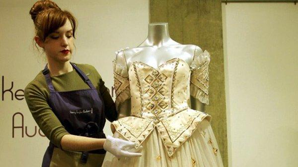 Сказочное платье принцессы Дианы продано с аукциона