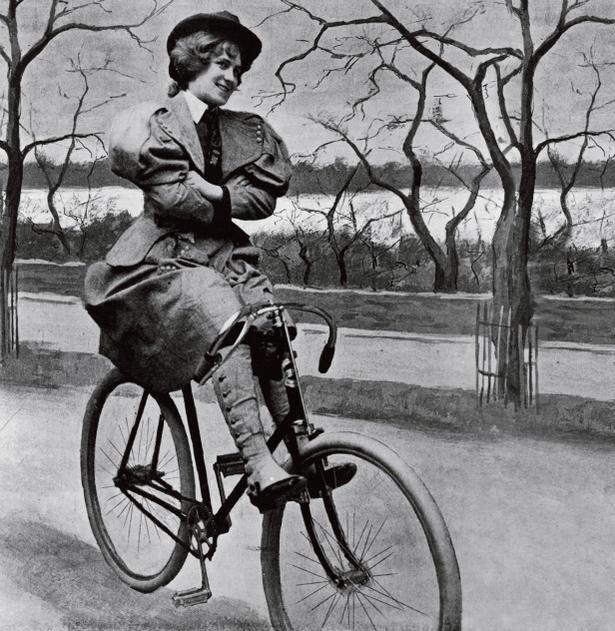 Девушка и велосипед в истории
