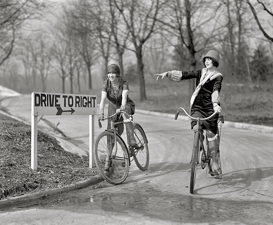 Фото девушек-велосипедисток и немного из истории