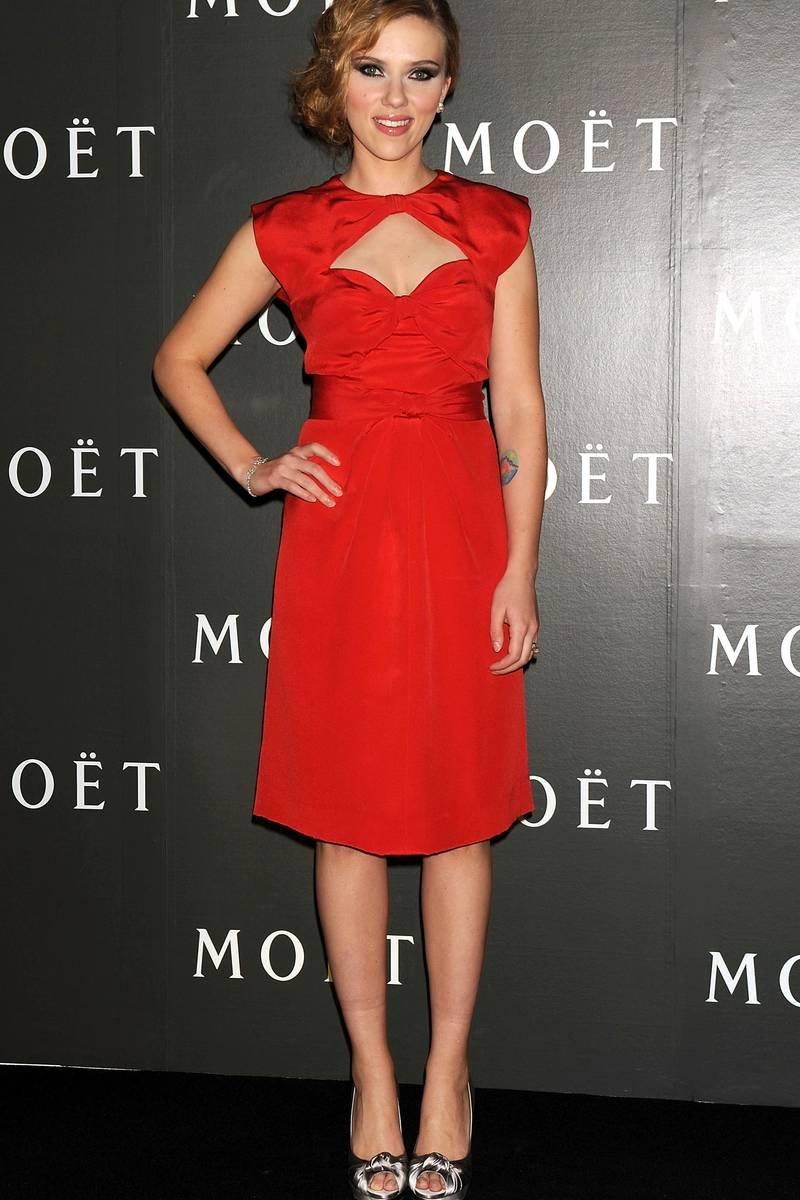 Красное платья скарлетт