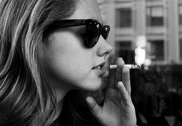 Знаменитости с сигаретой