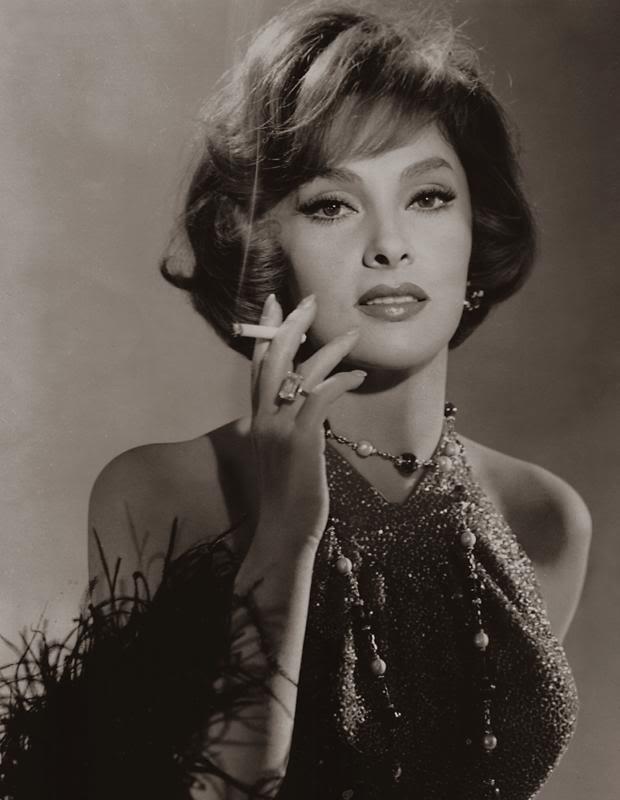 актрисы фото с сигаретой прошлого века отметил, что
