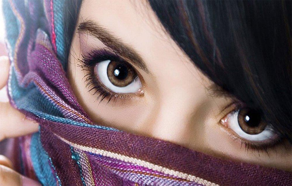 карие глаза девушки фото