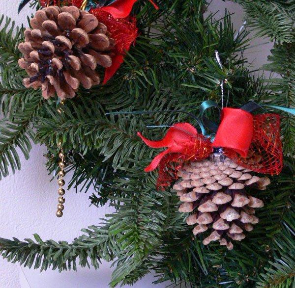 Новогодние елки и креативные украшения