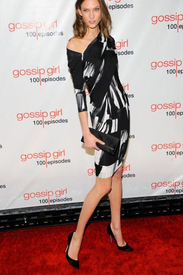 Карли Клосс, фото в платье