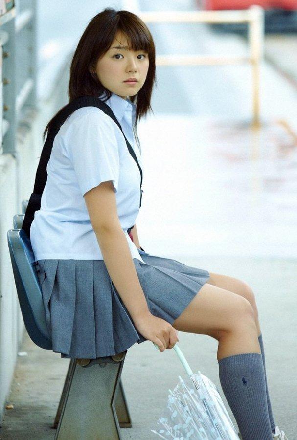Красивая японская школьница в форме