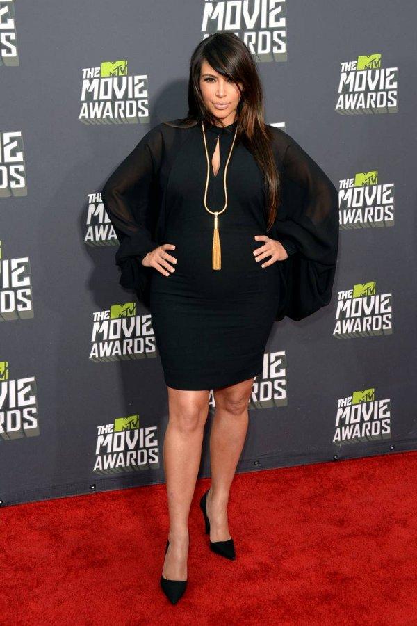 Черное платье Ким Кардашян