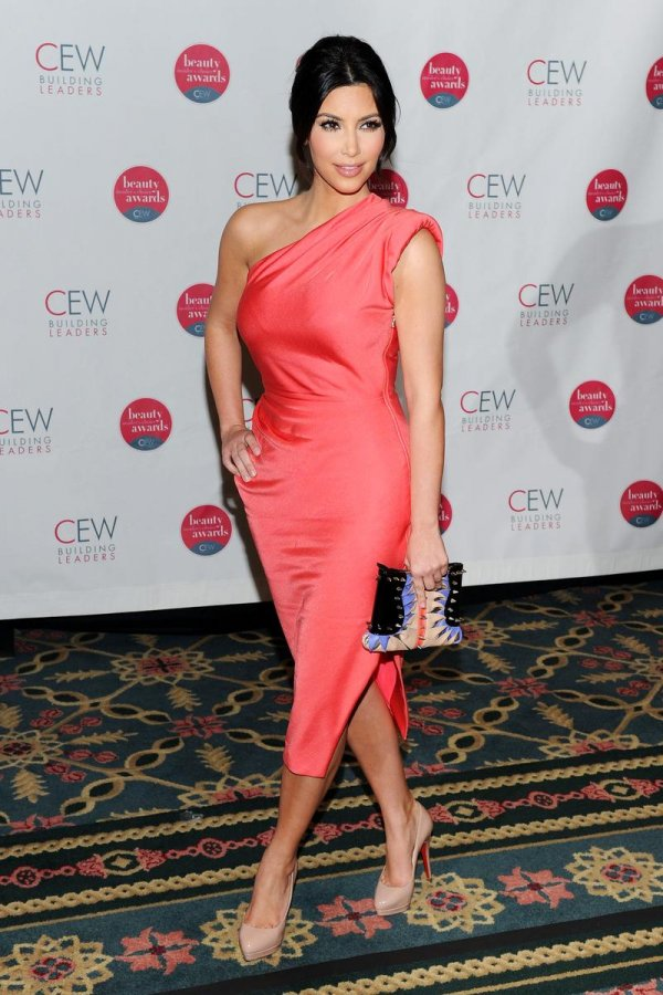Красивое платье Ким Кардашян