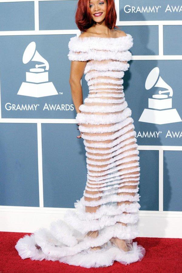 Красивое белое платье в пол