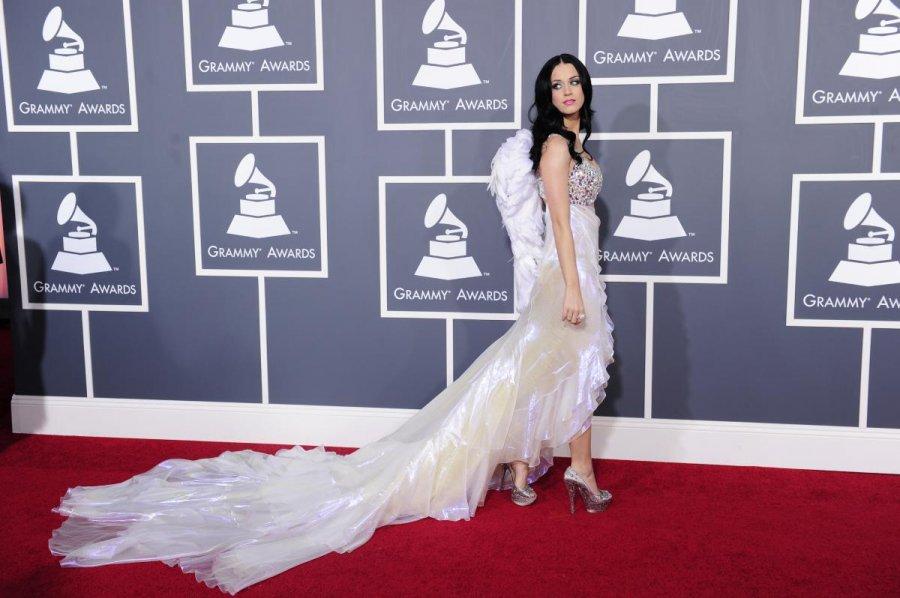 Кэти Перри – платье с длинным шлейфом