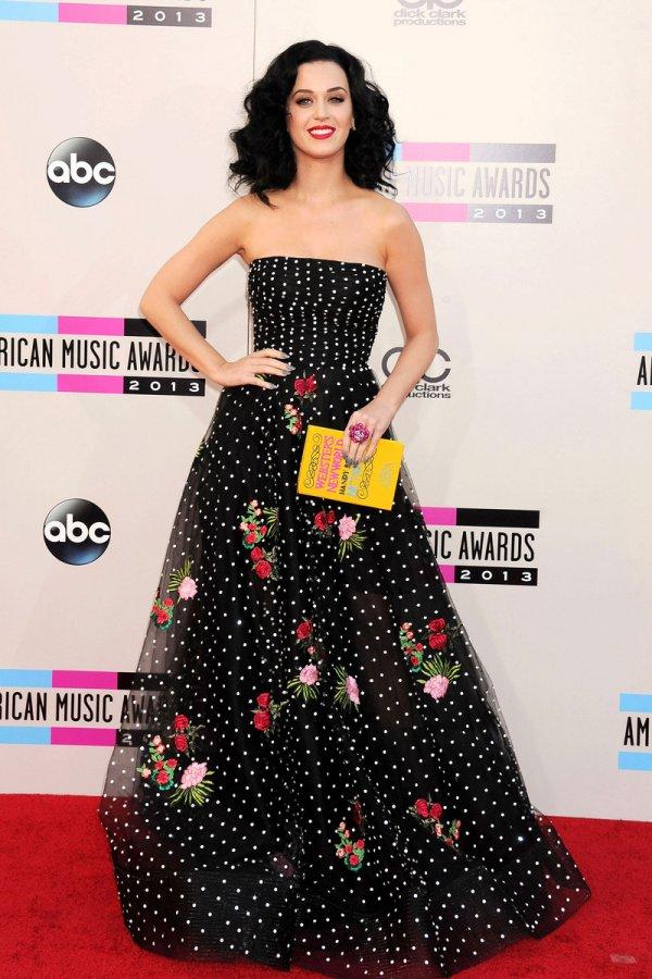 Кэти Перри – фото в красивом платье