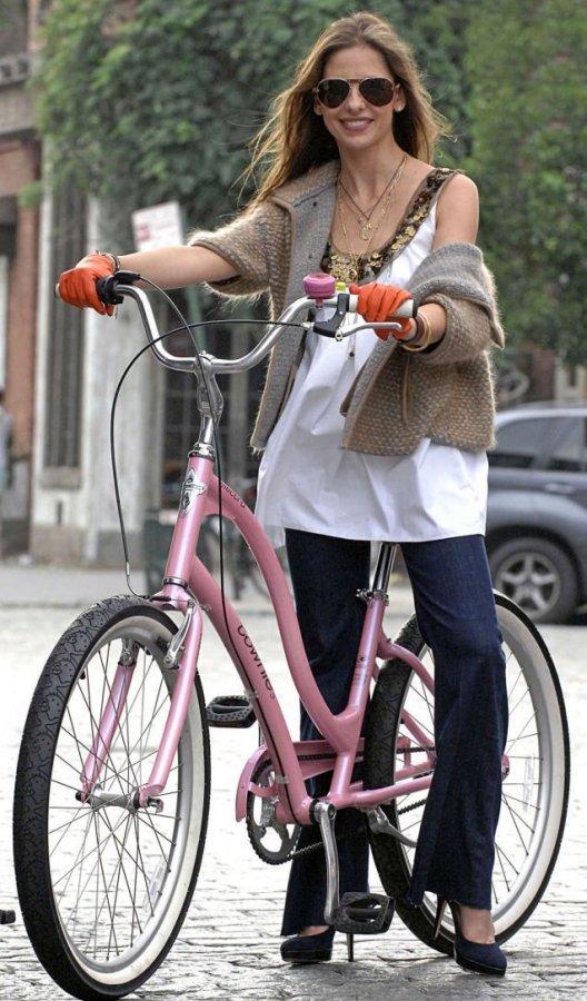 Звездная велосипедистка
