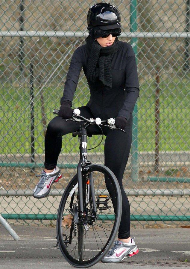 Кэти Перри – фото с велосипедом