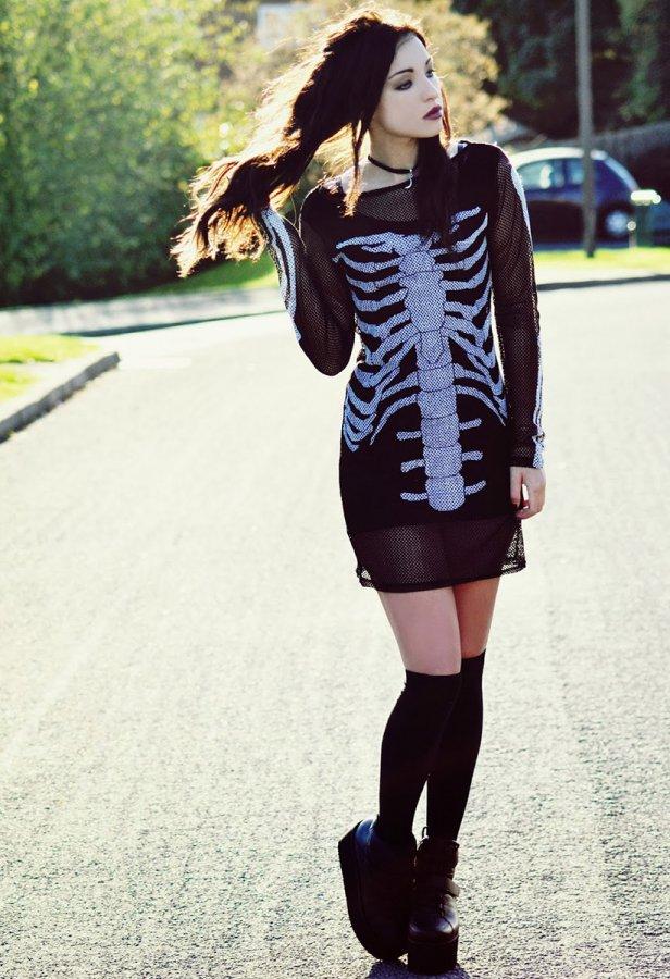 Черное платье - скелет, фото