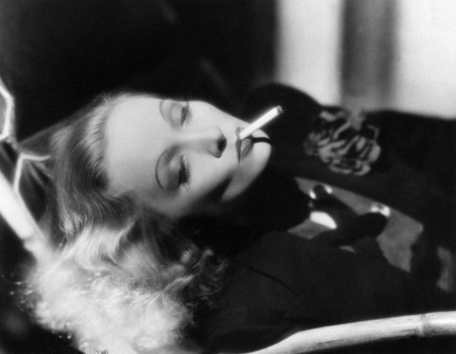 Курящие девушки – фото знаменитостей с сигаретами