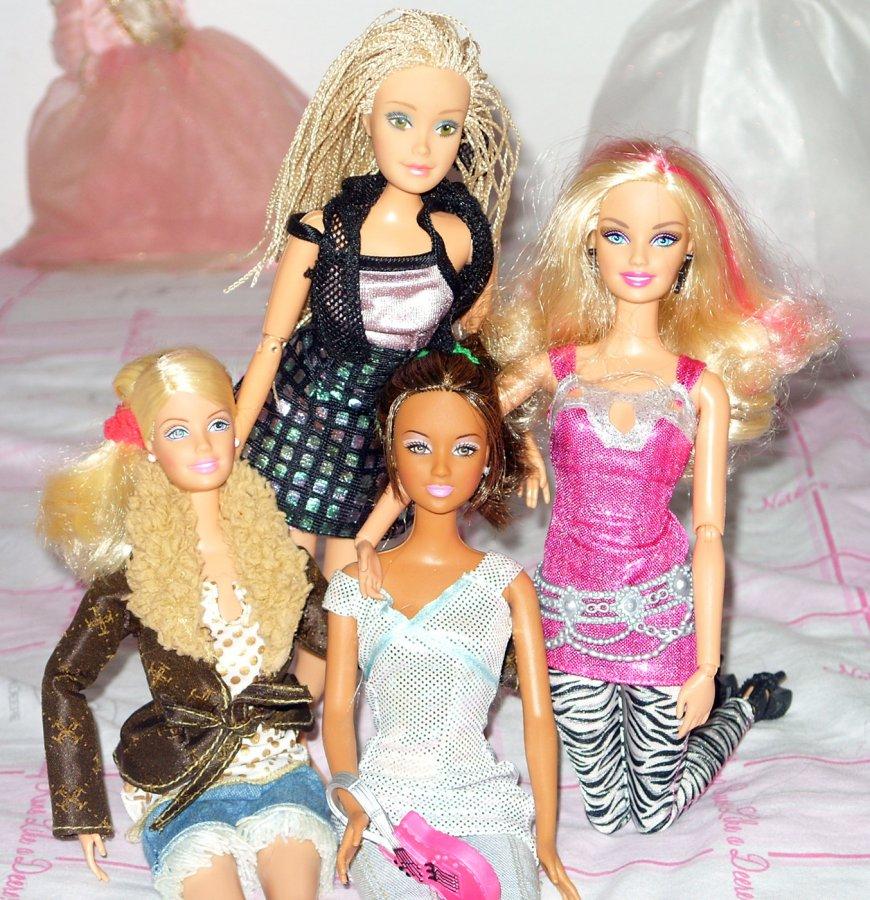 Подружки Барби